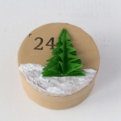 Schneedecke malen und Bäume aufkleben