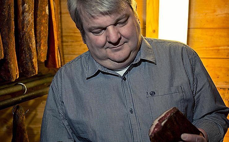 Peter Haudum stellt preisgekrönte Räucherspezialitäten her