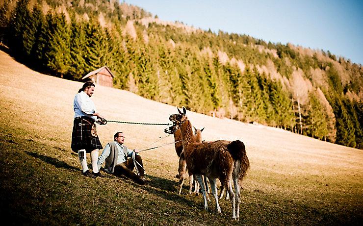 Dietmar Fröhlich mit seinen Lamas.