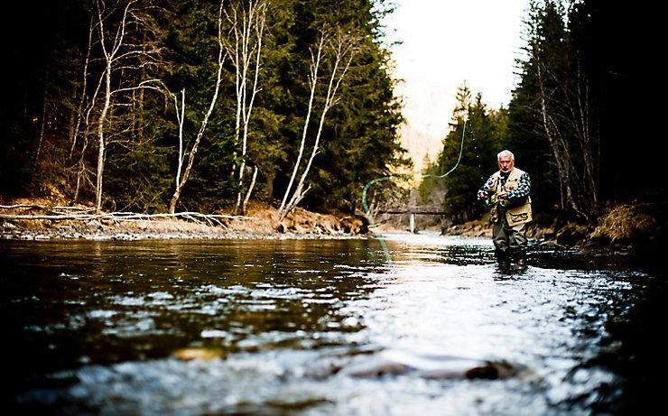 Gerhard Liebhart beim Fliegenfischen.