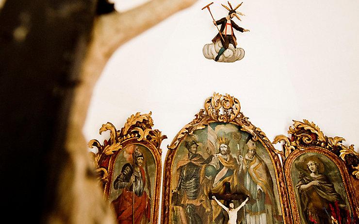 Die Statue des steirischen Herrgotts in der Fortnerkapelle.