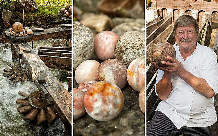 Murmeln aller Größen aus der Kugelmühle werden als Souvenir an Wanderer verkauft.