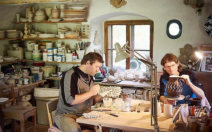 Die Keramiker bei der Arbeit