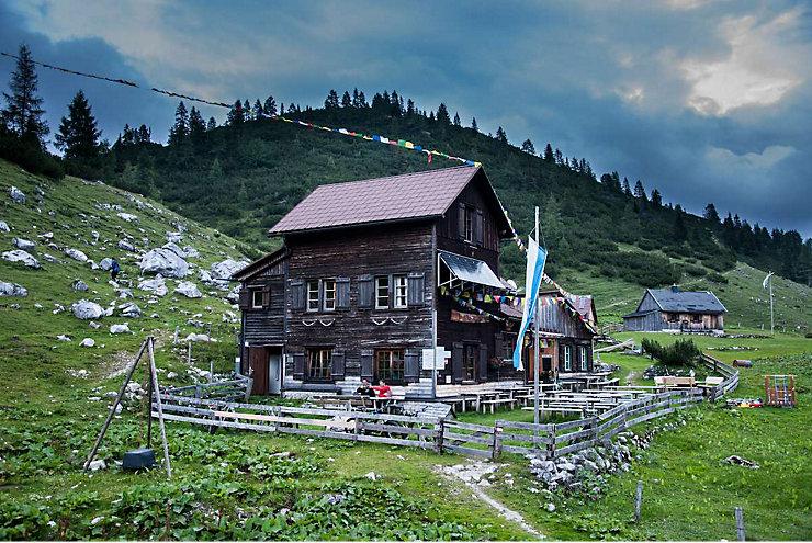 Die Hochmölbinghütte im Toten Gebirge in der Steiermark