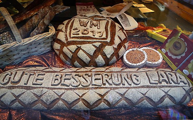 Brot mit Genesungswünschen für Lara Gut
