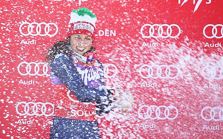 Federica Brignone feiert ihren ersten Weltcupsieg.