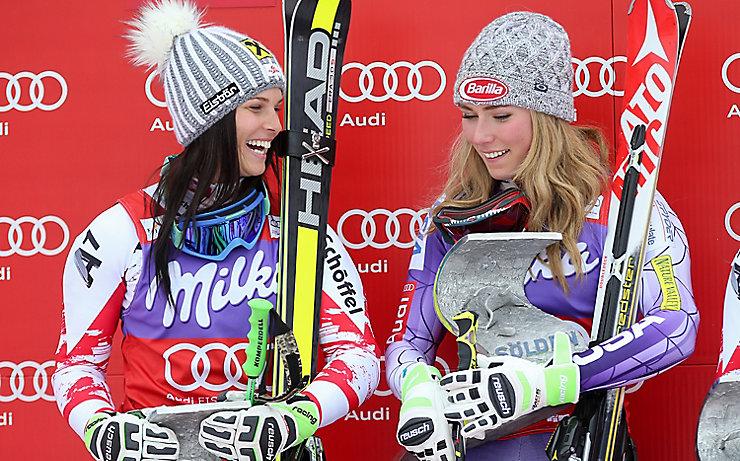 Anna Veith und Mikaela Shiffrin am Siegerpodest von Sölden.