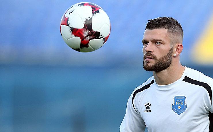 Valon Berisha im Dress der kosovarischen Nationalmannschaft.