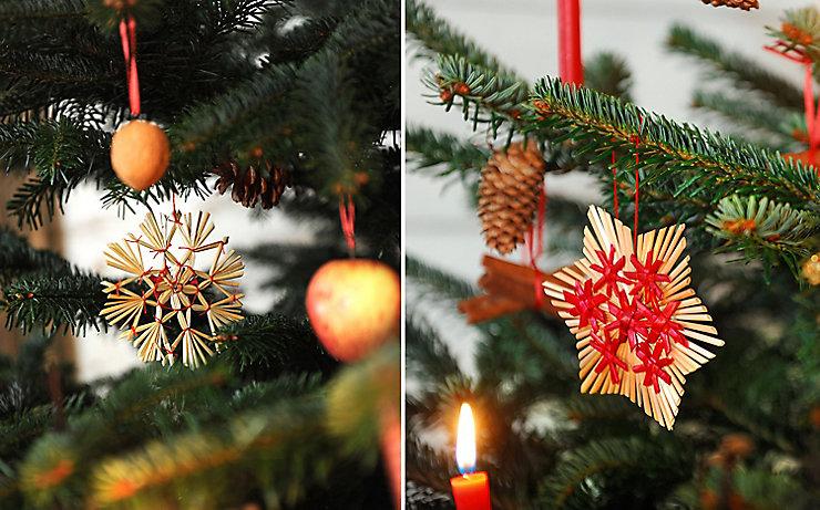 Strohsterne, gekauft oder selbst gebunden, sind seit jeher am Christbaum vertreten.