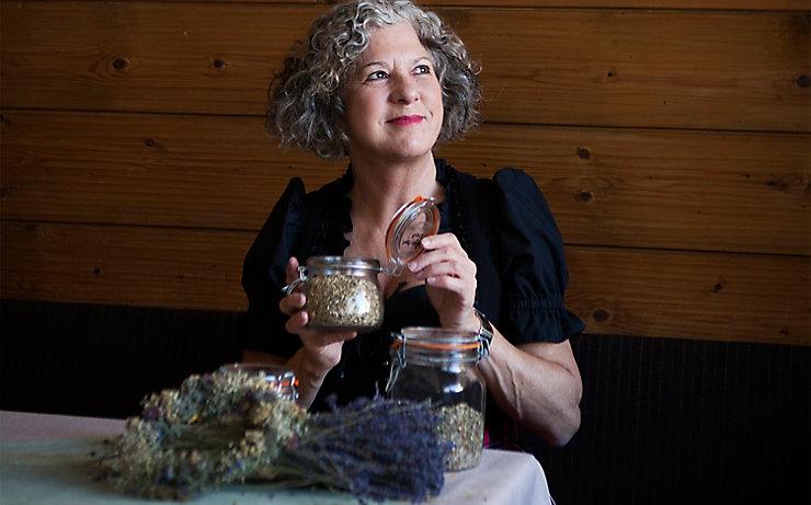 Kräuterexpertin Eva Wachter