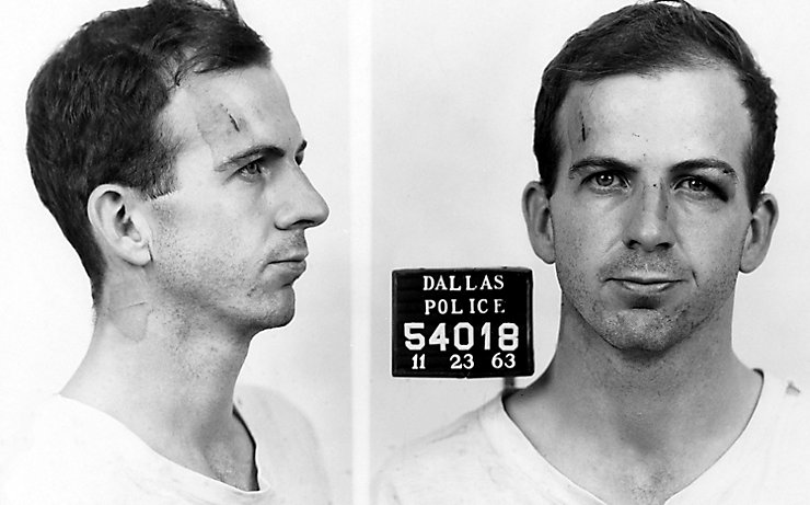 Lee Harvey Oswald nach seiner Verhaftung.