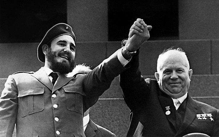 Fidel Castro mit dem russischen Machthaber Nikita Chruschtschow.