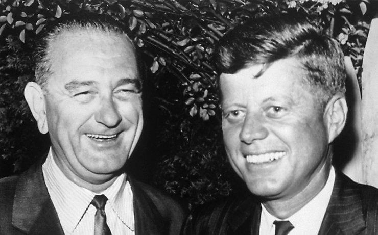 Lyndon B. Johnson zu seiner Zeit als Vizepräsident mit John F. Kennedy.