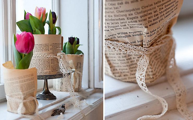 Mit Papier umwickelte Tulpen