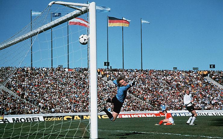 Hans Krankls trifft bei der WM 1978 gegen Deutschland zum 2:2.