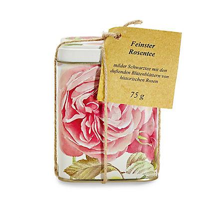 Schwarzer Tee mit Rosenblüten