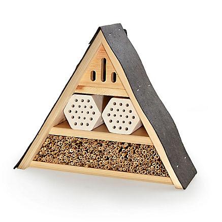 Insektenhotel aus Naturmaterialien