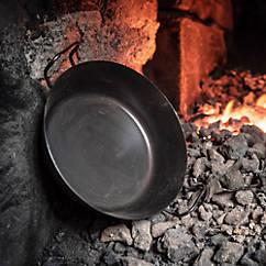 Eisenpfanne mit hohem Rand