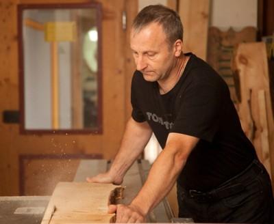 Kerze aus geflämmtem Holz