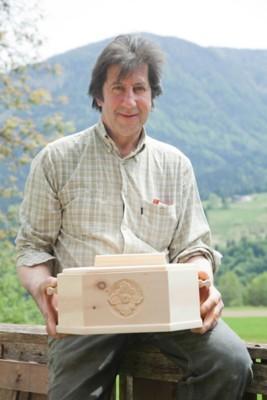Zirben-Brotdose mit Handschnitzerei