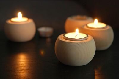 Zirben-Teelichthalter