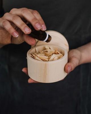 Zirben-Duftdose mit Zirbenöl
