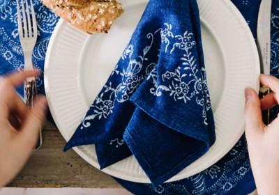 Blaudruck-Servietten Blumenborte