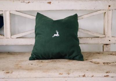 Zirbenkissen aus Leinen mit Hirsch
